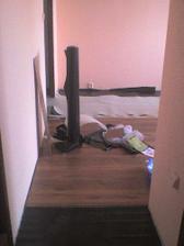 Rozrobená podlaha v obývačke