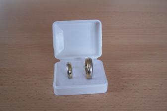 A tohle jsou už naše prstýnky
