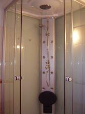 Detail našeho sprchového boxu.