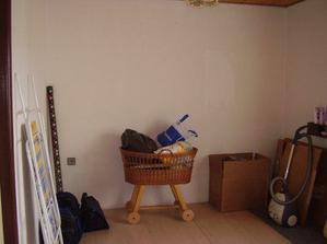 Tady bude mít náš prcek pokojíček, až udělají nová okna tak se na něj vrhneme.
