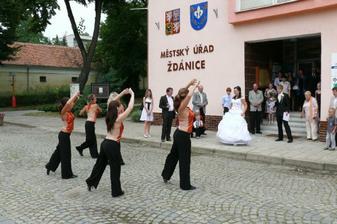 ženich pro mě nachystal překvapení v podobě pozvání kolegyň z taneční skupiny
