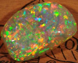 Opály jsou vůbec ty nejduhovější kamínky ...