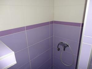 sprchový kut, ešte treba namontovat novu spršku a dokupiť dvere :)