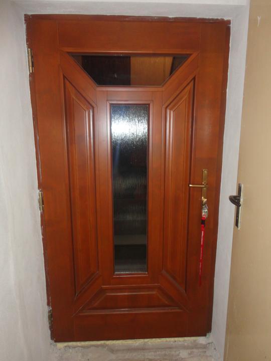 Náš domček - vchodové dvere - drevenné!