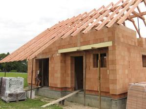 Prodloužená střecha na budoucí terase