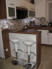 Zabydlená kuchyně a dnes nové barovky :-)