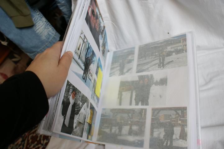 Prípravy na svadbu - album s našimi fotkami od začiatku ako sme sa spoznali až po svadobné oznámenie :) hostia si tak budú môcť spestriť hostinu milými fotkami :)