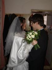 I když manžel  ještě neviděl celé šaty byl ze mně nadšený i tak