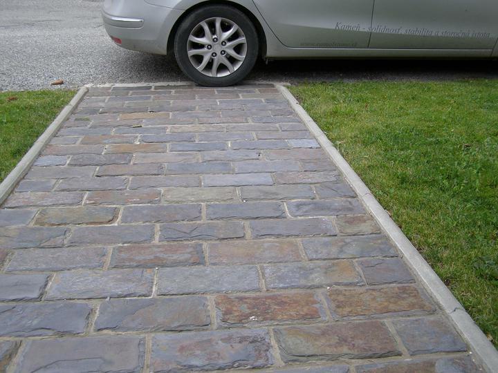 obklady a dlažby z prírodného kameňa (nie betonové a sadrové imitacie) - bridlica Rusty ako dlažba 30x15x1 cm za 24,48.-eur/m2