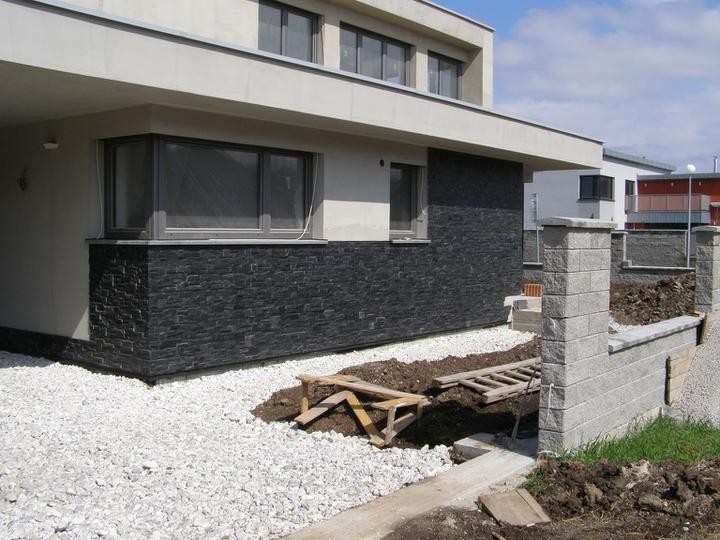 obklady a dlažby z prírodného kameňa (nie betonové a sadrové imitacie) - obkladová bridlica Black Slate