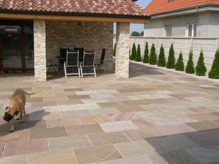 obklady a dlažby z prírodného kameňa (nie betonové a sadrové imitacie) - Ťažká kamenná dlažba 60x45x2 cm