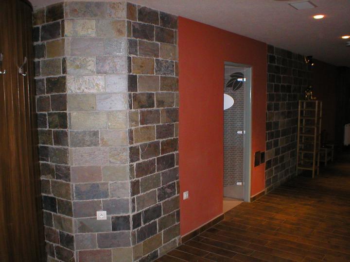 obklady a dlažby z prírodného kameňa (nie betonové a sadrové imitacie) - obklady Rusty