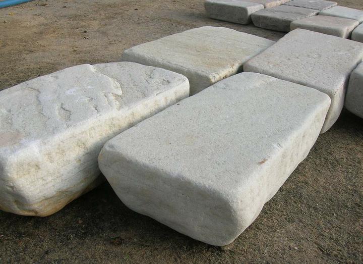 obklady a dlažby z prírodného kameňa (nie betonové a sadrové imitacie) - premývaná kamenná dlažba