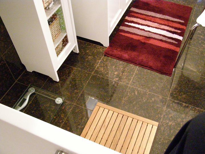 obklady a dlažby z prírodného kameňa (nie betonové a sadrové imitacie) - obklad a dlažba leštená žula Tan brown 305x305x10 mm