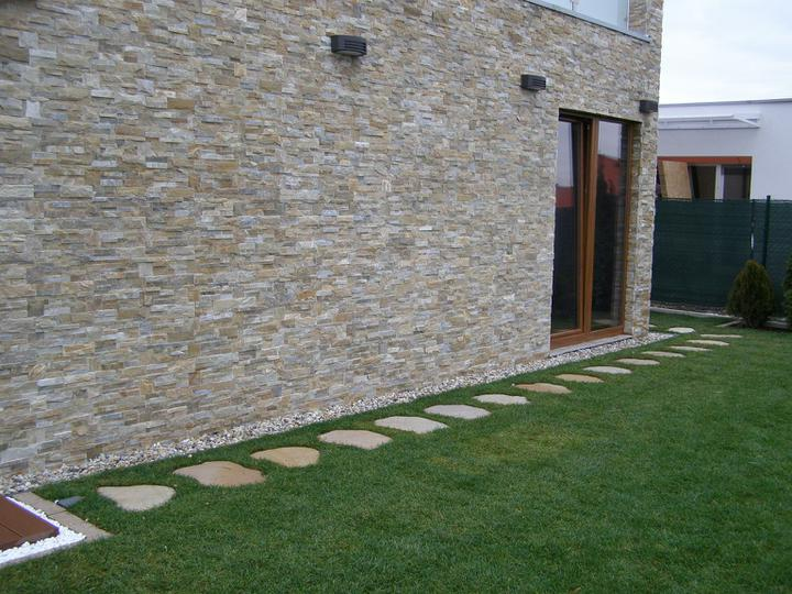 obklady a dlažby z prírodného kameňa (nie betonové a sadrové imitacie) - obklad Golden kvarcit 35x18x1-2 cm tvar Z