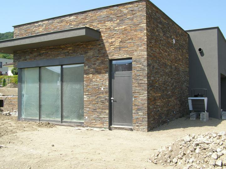 obklady a dlažby z prírodného kameňa (nie betonové a sadrové imitacie) - velmi tvrdá obkladová bridlica Multicolor edge 60x15x2-3 cm tvar Z