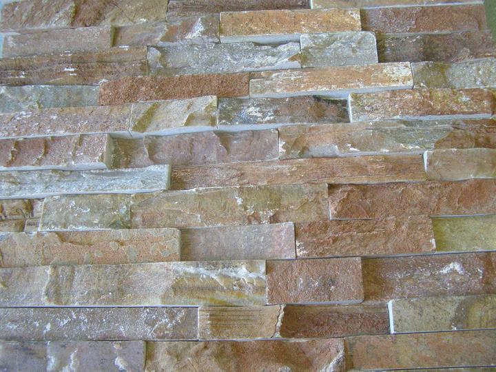 obklady a dlažby z prírodného kameňa (nie betonové a sadrové imitacie) - golden kvarcit s lámaným povrchom