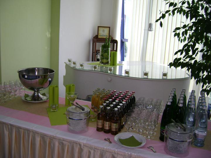 Jablíčková svatba - stůl s nápoji