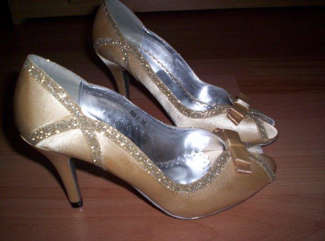 Ivanka a Filip - chcela som sandálky...ale tieto ma oslovili...