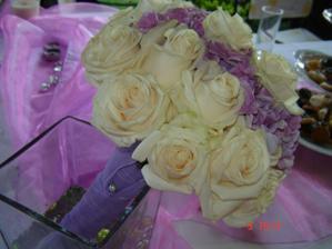 podľa tejto kytice mi spravia tú moje...jemné ruže a hortenizie:-)