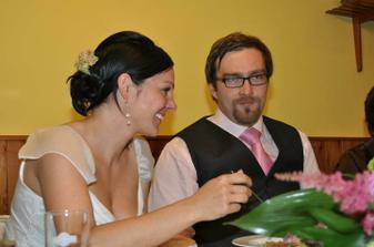 do svatebních tradic se nám moc nechtělo, ale tohle jsme museli :-)