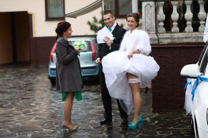 Pavla Jakabová{{_AND_}}Zoltán - Ani som nevedela,že som si tie šaty držala tak vysoko.. :D