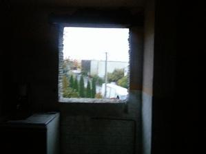 a už máme aj otvor pre okno v kuchyni