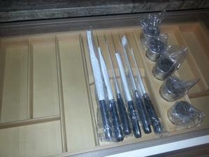 nože a koreničky