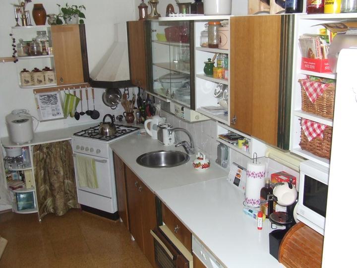 Moja vysnívaná kuchyňa - takto vyzerala naša stará :-)
