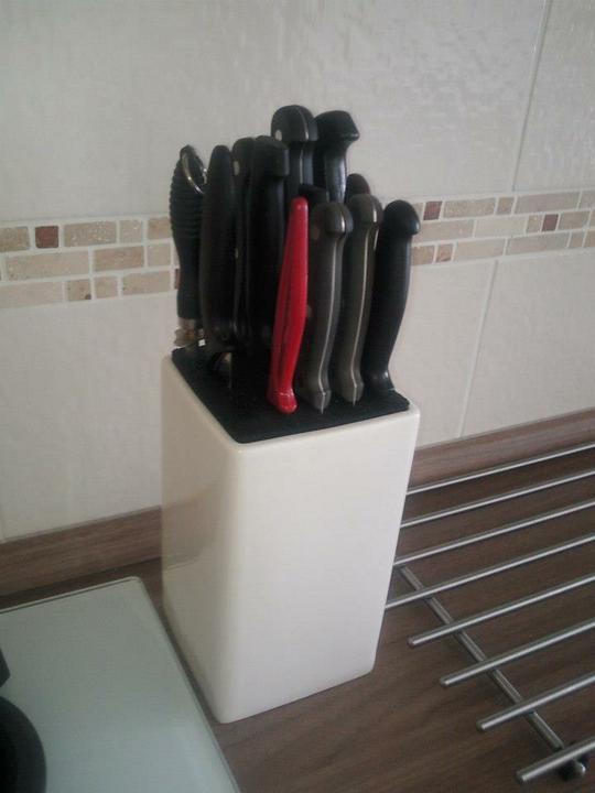 Moja vysnívaná kuchyňa - výborný stojan na nože...bez dierok