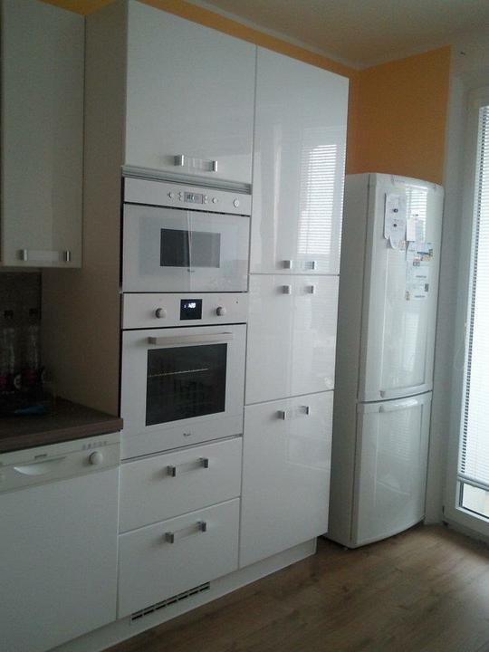 Moja vysnívaná kuchyňa - vstavané spotrebiče som vybrala biele, bolo to nekonečné rozhodovanie kým padlo posledné slovo :-))