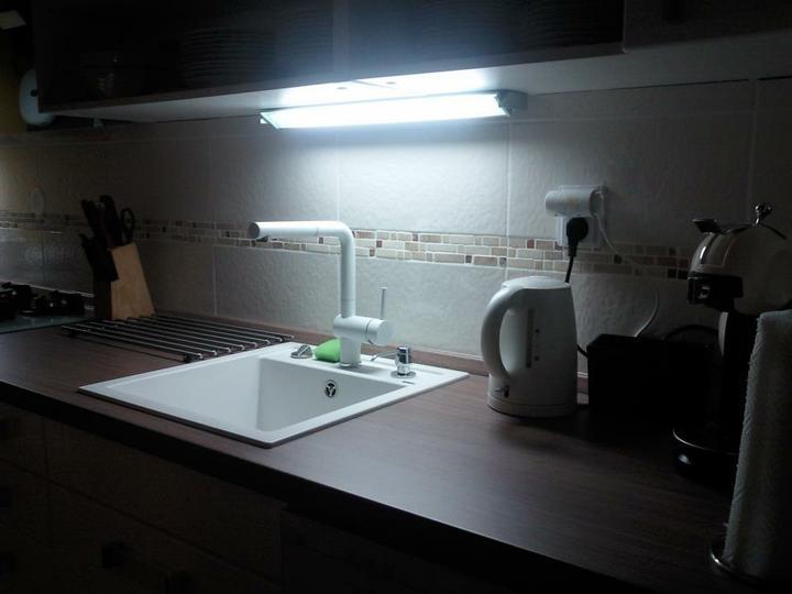 Moja vysnívaná kuchyňa - biely drez aj batéria...táto je super, fajn vysoká