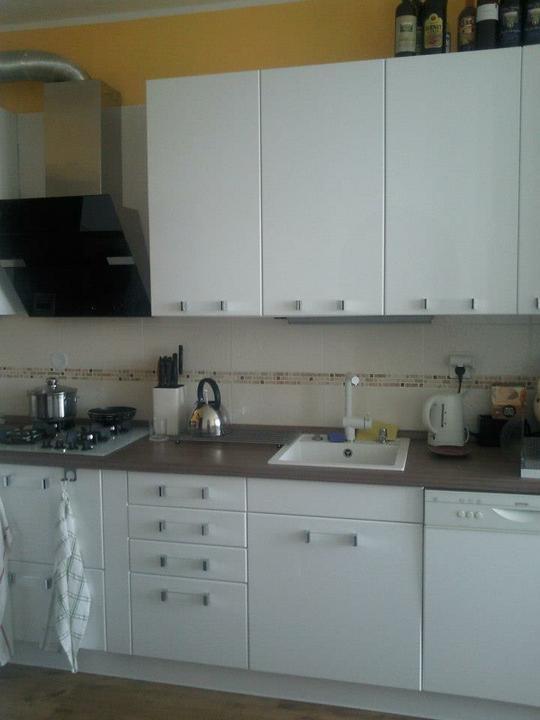 Moja vysnívaná kuchyňa - horné dvierka už prišli :-))