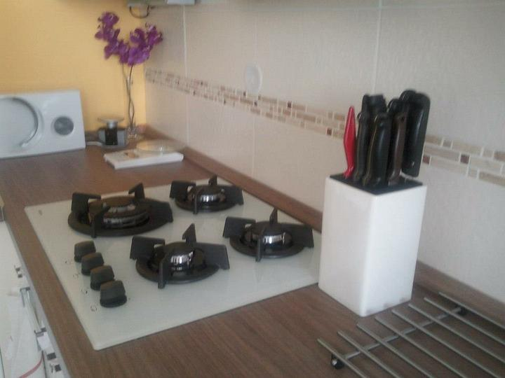Moja vysnívaná kuchyňa - biela varná doska, tiež som preveľmi spokojná