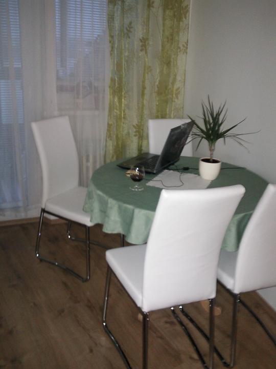 Moja vysnívaná kuchyňa - takto to dnes už u nás vyzerá :-) sú krásne, pohodlné, super a teším sa nie len ja :-)