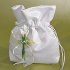 Podobný (skoro stejný) pytlíček jsem si ušila jako kabelku pro nevěstu. (vypůjčeno z jiného alba - omluva)