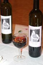 etikety sme si dali vyrobiť na víno červené aj biele