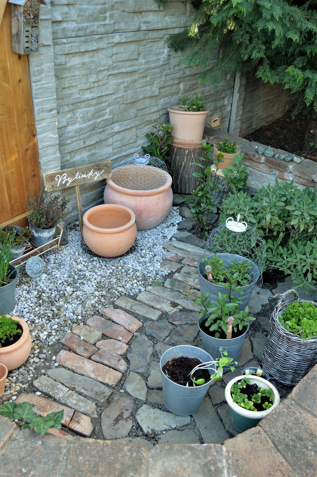 Terasa a záhrada 2020 - menšie a väčšie premeny - Obrázok č. 17