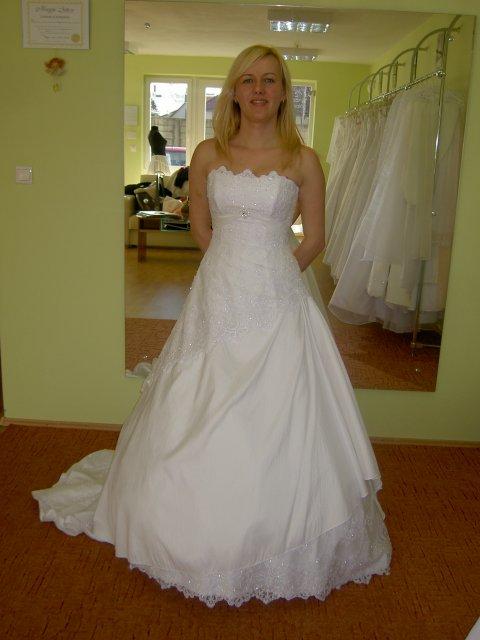 Jojka a Alexík-16.8.2008 - prvé svadobné šaty, ktoré som mala na sebe v mojom živote, salón EL-BA