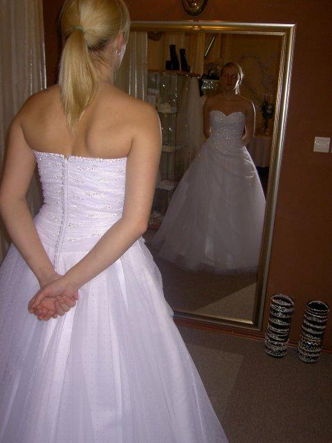 Jojka a Alexík-16.8.2008 - skúška šiat-Amarel TN,noje prvé šaty za ktoré som zaplatila zálohu...a neskôr zrušila,lebo som našla moje vysnívané