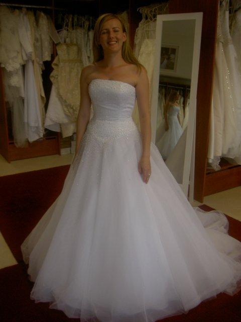 Jojka a Alexík-16.8.2008 - a sú tu-pre mňa najkrajšie šaty na svete...hihi