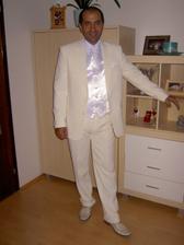 môj nádherný skoromužik vo svadobnom obleku a vestičke...všetko sme zohnali vďaka tomuto portálu...dakujeme všetkým..