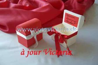 naše menovky s darčekom pre hostí sa už vyrábajú...ďakujeme ajourvictoria