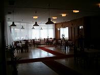"""Jojka a Alexík-16.8.2008 - tu sa bude papať a tancovať, sála je tvarovaná do """"L"""""""