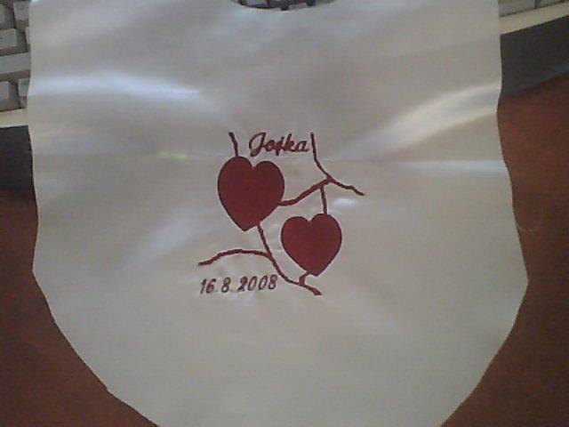 Jojka a Alexík-16.8.2008 - naše krásne výšivky na podbradníčky, dnes prišli, vyšila nám ich jedna milá pani z Púchova, ešte ich musím ušiť...ale teším sa