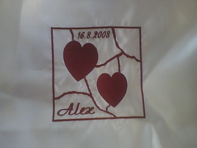 Jojka a Alexík-16.8.2008 - a dala som vyšiť výšivku aj na vankúšiky na ktorých budeme kľačať..sú veľmi pekné
