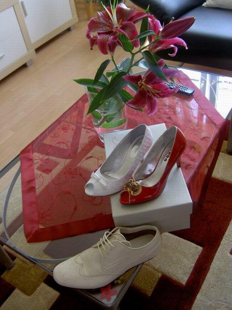 Jojka a Alexík-16.8.2008 - drahého svadobné topánky, moje svadobné a popolnočné topánočky..