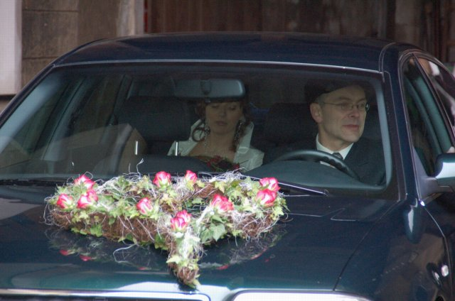 Jojka a Alexík-16.8.2008 - toto isté srdce bude na aute pre ženícha, len s bordovými ľaliami..ďakujeme sesternici Miruške