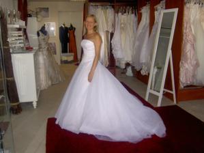 7.8.2008, posledná skúška svadobných šiat, stále som z nich očarená..