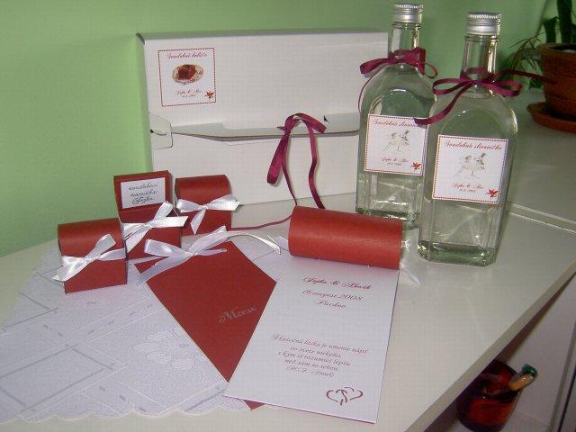 Jojka a Alexík-16.8.2008 - krabička na výslužky, svadobná slivovička, menovky s darčekom a menu od ajourvictoria...